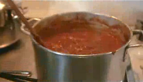 The tomato sauce has to be stirred